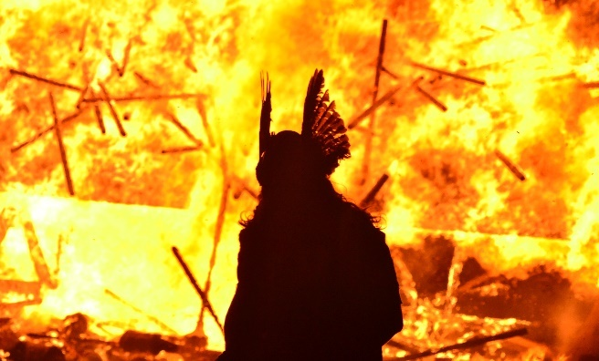 Guizer Jarl silhoutted against his burning galley