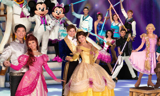 Mickey and Minnie Mouse with the cast of Disney on Ice