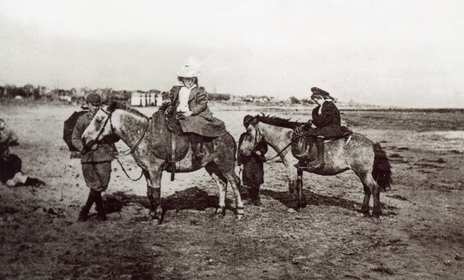 Donkey rides on Carnoustie Beach at the end of the 19th century. Photo courtesy of Angus Archives.
