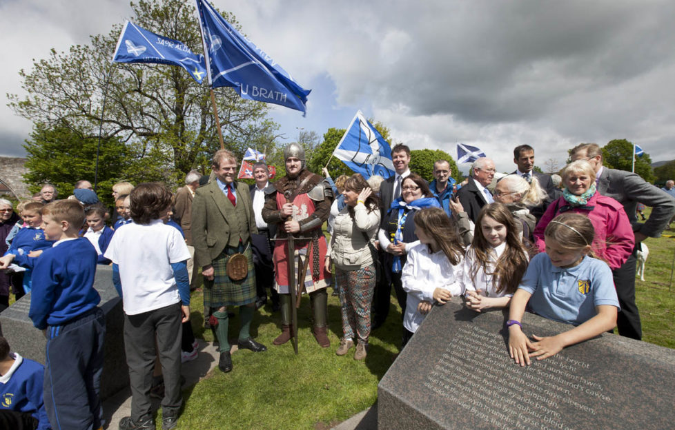 The Earl of Moray at the plinths with pupils of St Ninians Primary School. Pic: Drew Farrell