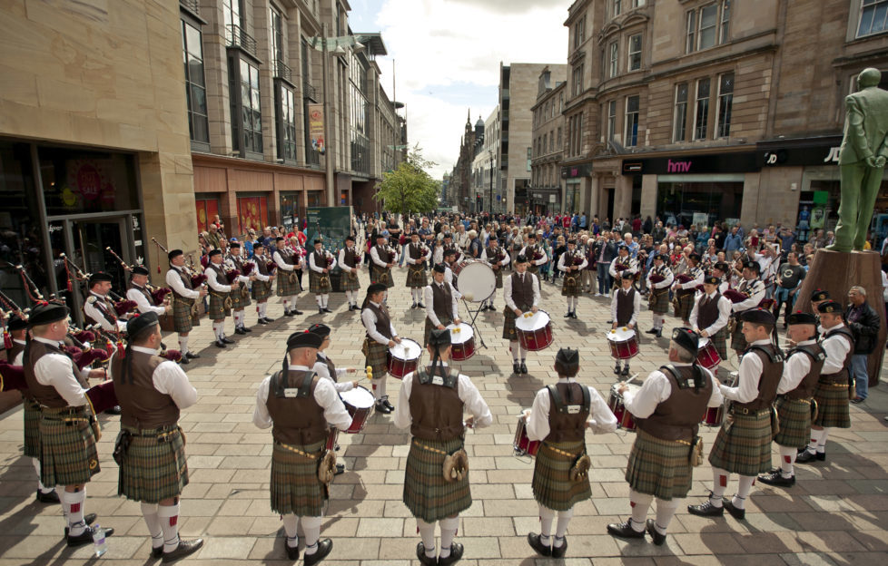 The pipers live in Buchanan Street!