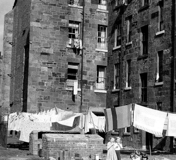 A good drying day, at a South Side tenement