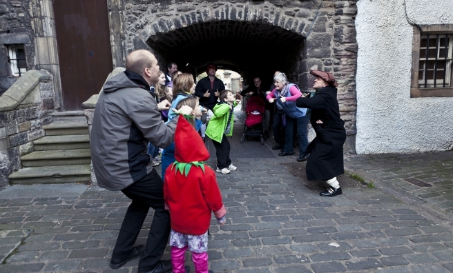 A Macastory Tour of Old Edinburgh. Photo by Solen Collet