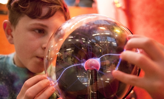 Sparking an interest in science at British Science Week 2016. Photo courtesy of British Science Association