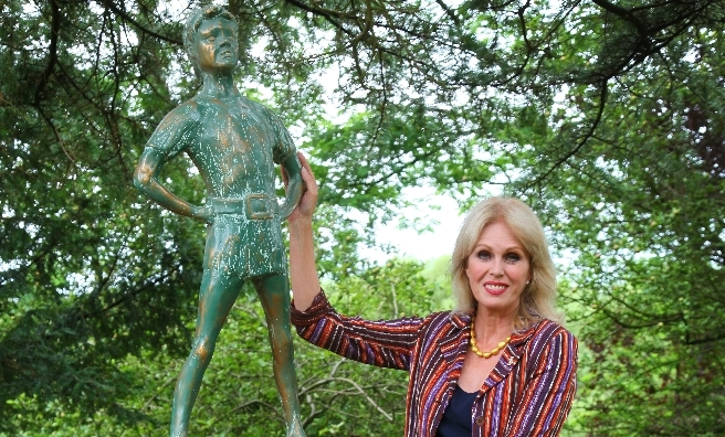 Joanna Lumley in Moat Brae Garden. Photo by Graeme Robertson