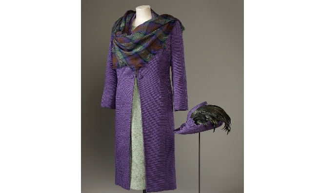 The outfit (designed by Sandra Murray) worn by The Queen for the official opening of the Scottish Parliament. Royal Collection Trust / © Her Majesty Queen Elizabeth II 2016