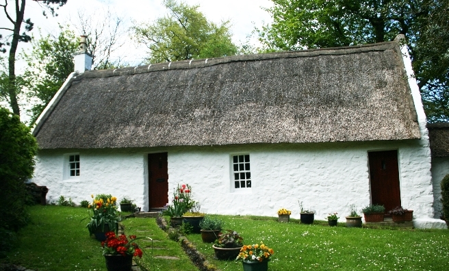 One of several thatched cottages in Swanston Village, Edinburgh. Copyright @ Historic Environment Scotland